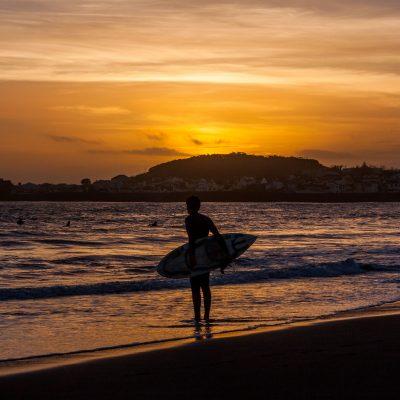 Surfista na hora dourada