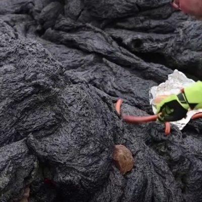 Salsichas cozinhadas no vulcão da Islândia
